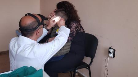 Д-р Меджидиев по време на преглед