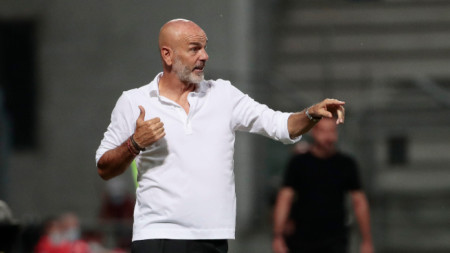 Стефано Пиоли остава начело на Милан.