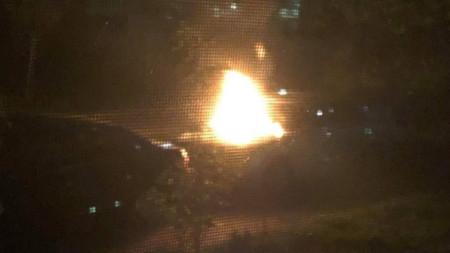 Пламъци върху капака на личния автомобил на кмета на община Козлодуй Маринела Николова.