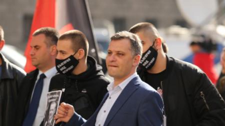 Активисти на ВМРО излязоха на протестна акция пред парламента срещу промените в Изборния кодекс. Те дойдоха и пред сградата на Президентството.