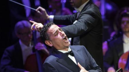 Хуен Диего Флорес пее на концерт в Будапеща през октомври 2019 г.