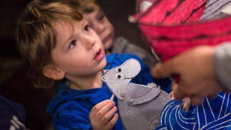 Децата са най-големите почитатели на магията на кукления театър