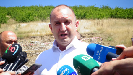 Президентът Румен Радев днес бе на посещение в Сандански и Петрич. След срещата с кметовете държавният глава посети разкопките на древния град Хераклея Синтика, където даде брифинг.