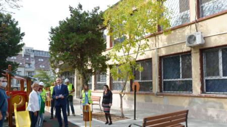 Кметът на Варна - Иван Портних, даде началото на ремонтните работи в детска ясла