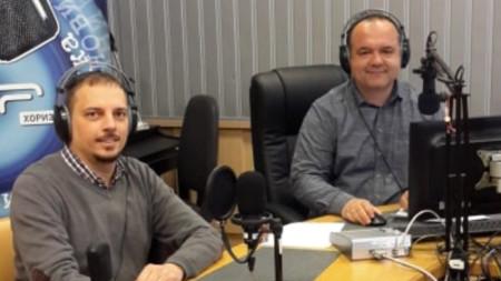 """Николай Петров (вляво) в студиото на """"Хоризонт за вас"""" с водещия Лъчезар Цветков"""