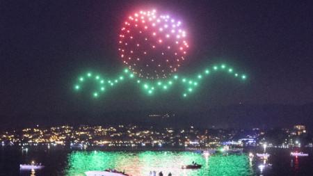 Кадър от светлинно шоу с дронове в небето над Цюрих, Швейцария