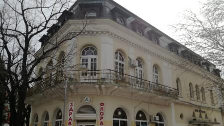 Сградата, която е наета от Държавния куклен театър в Сливен