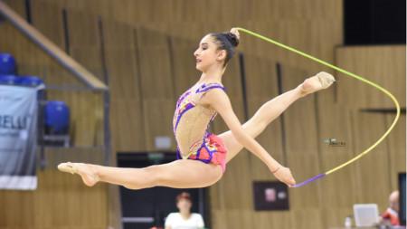 Ева Брезалиева е на финал на въже.