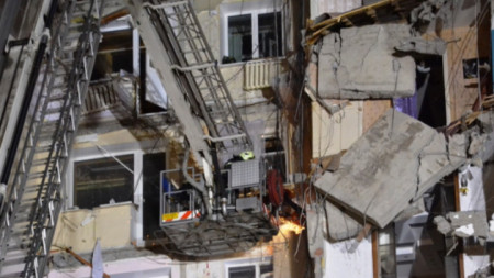 При взрива в жилищния блок загинаха най-малко 37 души