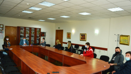 Абитуриенти от Павликени на среща с кмета Емануил Манолов