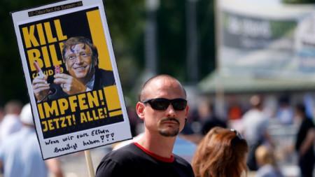 В Германия се проведе серия от демонстрации с искане за край на социалните и икономически ограничения заради коронавируса. Инициативата е подкрепена от десни активисти, фенове на конспиративните теории и други организации. На снимката: Протест в Щутгарт, 16 май 2020 г.