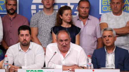 На спешна пресконференция представителите на свиневъдния бранш поискаха още по-строги мерки за спирането на заразата, която е на път да нанесе огромни икономически загуби