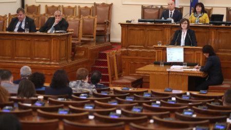 Борисов и Нинова влязоха в словесен сблъсък в НС