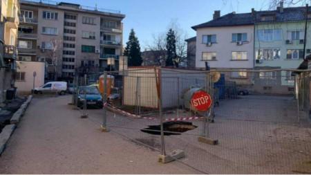 Експерти проучват огромна дупка в центъра на Враца