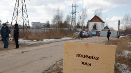Пътят, водещ към входа на наказателната колония N2 (IK-2), където Навални излежава присъдата си в град Покров, на около 100 км от Москва.