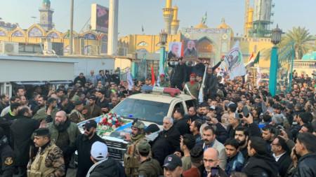 Началото на траурната процесия в иракската столица Багдад.