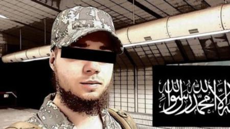 Заподозреният Доминик К. на снимка, пусната от него в профила му във Фейсбук месеци преди задържането му.