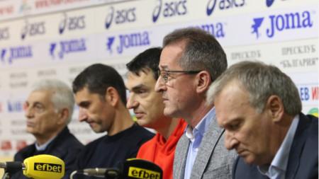 Част от участниците в пресконференцията.