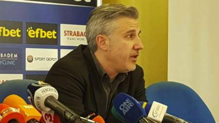 Павел Колев декларира, че Левски няма да сменя Георги Дерменджиев