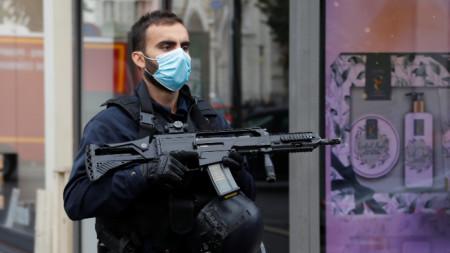 Според местните власти нападението е станало в или край църква в Ница.
