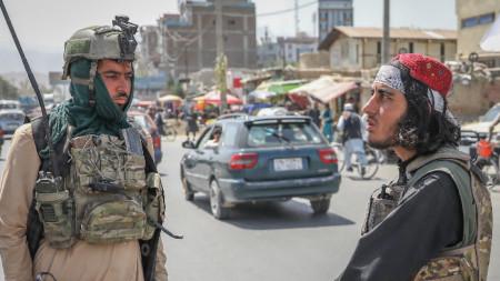 Патрул на талибаните в Кабул.