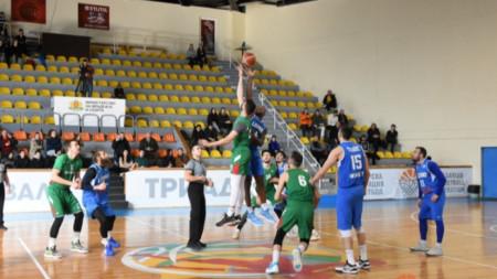 Националите (в зелени екипи) записаха втора победа.