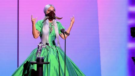 Както обикновено, Лейди Гага е красива и провокативна