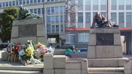 Паметникът