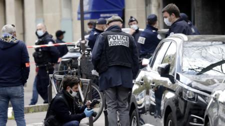 Служители на полицията на мястото на нападението в Париж - 12 април 2021 г.