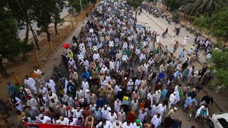 Около 8000 поддръжници на пакистанска ислямистка партия протестираха срещу отмяната на специалния статут на Джаму и Кашмир