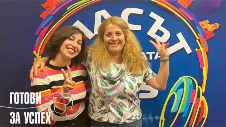 Д-р Елена Стефанова и Веселина Йорданова помагат с усмивка