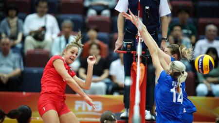 Гергана Димитрова (в червено) отбеляза 17 точки.