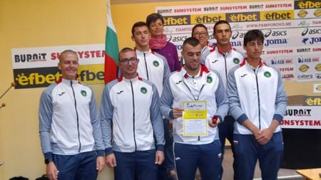 Треньорът Румяна Нейкова и младите ни гребци