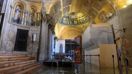 Наводнената базилика Сан Марко