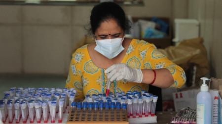 Център за тестове в Делхи, 15 април 2021 г.