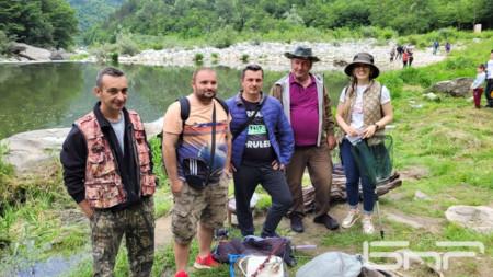 Част от победителите на риболовния фест до Дяволския мост