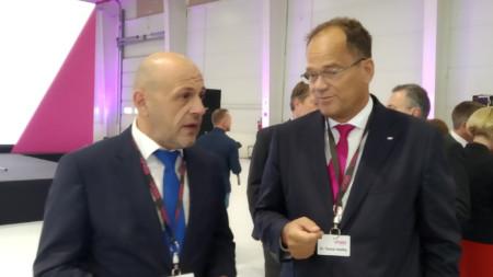 Томислав Дончев присъства на откриването на нов завод за производство на части за автомобили в ловешкото село Баховица.