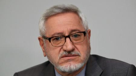 Проф. Ангел Димитров на брифинг след края на работата на смесената македоно-българска комисия.