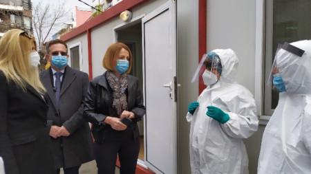 Йорданка Фандъкова и Дончо Барбалов в Covid-зоната на 11 ДКЦ
