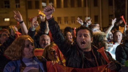 По време на атаката срещу парламента в Скопие през април 2017 бяха ранени около 100 души