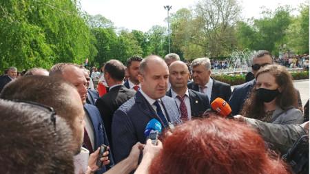 Presidenti Rumen Radev para gazetarëve në Përvomaj