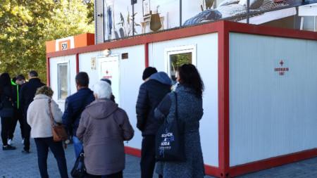 Мобилен ваксинационен пункт в Сливен.
