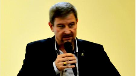 Юлиан Петров