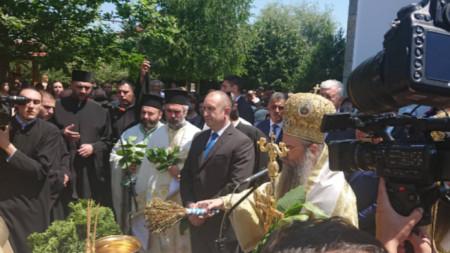 Държавният глава беше гост в пловдивското село Труд за 150-годишнината на местната църква.