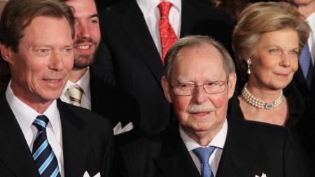 Великият херцог на Люксембург Жан (вдясно) по време на 90-ия си рожден ден през 2011 година