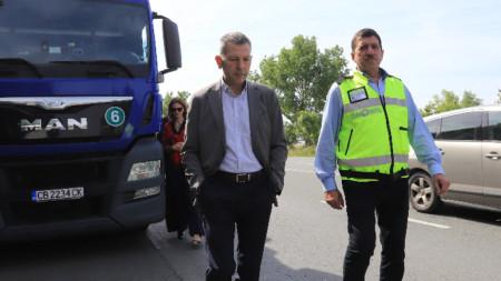 """Служебният министър на транспорта Георги Тодоров на извънредна акция на ИА """"Автомобилна администрация"""" за контрол на превозите на пътници и товари - 18 юни 2021 г."""