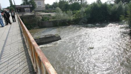 Река Тополница минава през пазарджишкото село Калугерово.