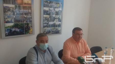 Тодор Кантарджиев (вляво) и Костадин Ангелов