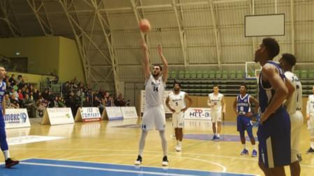 Академик Бултекс загуби в Балканската лига от Влазня като гости със 77:87 т.