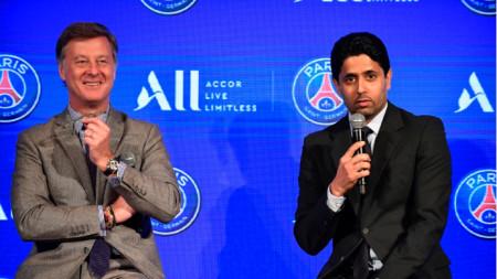 Насер Ал-Хелаифи (вдясно) е заподозрян за корупция.